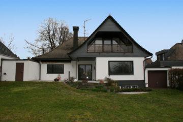 Geräumiges Einfamilienhaus mit Einliegerwohnung im DG! Provisionsfrei für den Käufer, 42719 Solingen, Einfamilienhaus